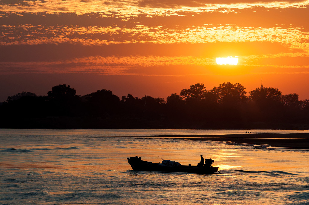 top ten attractions in Myanmar holiday packages: Ayeyarwady River Cruise