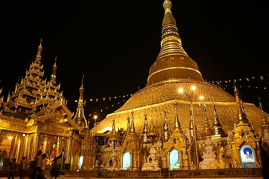 Best attraction in Cambodia Vietnam Laos Myanmar tour: Shwedagon Pagoda