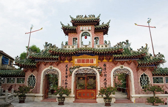 must-go destinations in Hoi An holiday packages : Fujian Assembly Hall