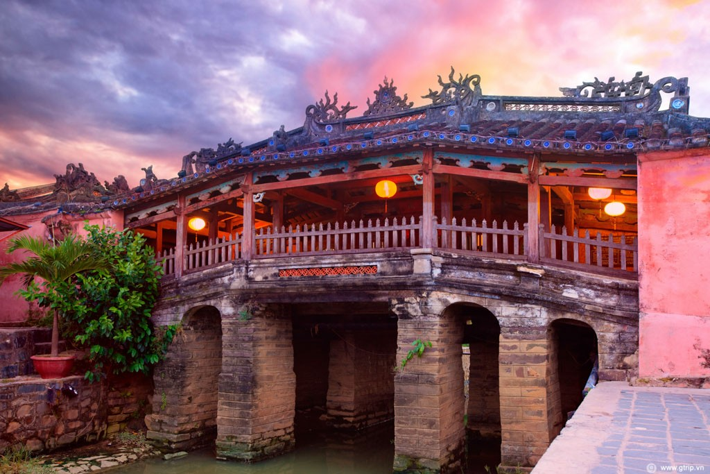 must-go destination in Hoi An holiday packages : Japanese Bridge Pagoda.
