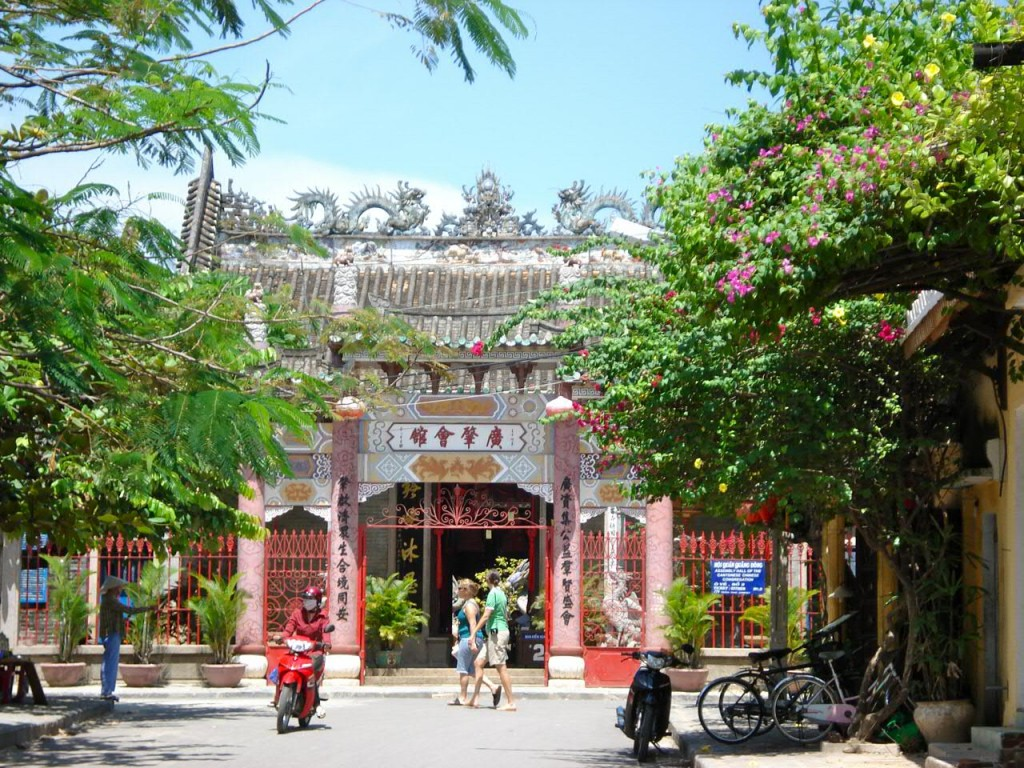 must-go destinations in Hoi An holiday packages :Guangdong Assembly Hall