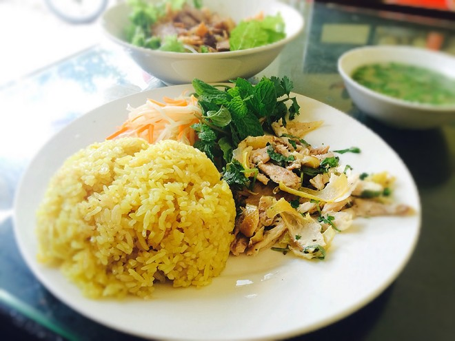 Must-try food in Hoi An holiday package: Pho Hoi chicken rice